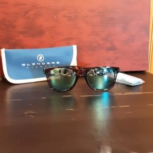 Blenders polarized Psycho Cat sunglasses
